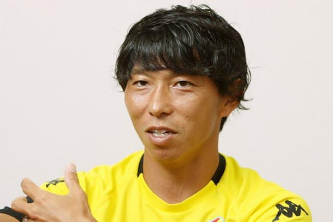 1982年、埼玉県生まれ。ジェフユナイテッド市原・ユースを経て、2000年にジェフ市原に加入。ベガルタ仙台などを経て19年からジェフに復帰。12年にJリーグ得点王。元日本代表選手。