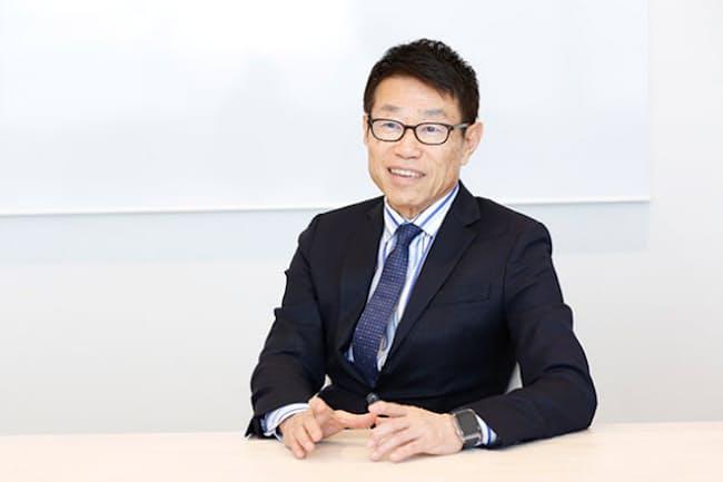 フューチャーの会長兼社長グループCEOである金丸恭文さん