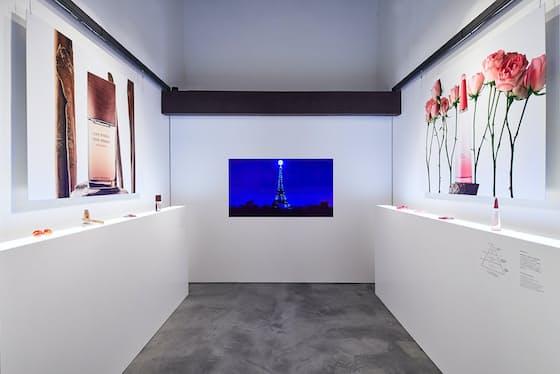 新作に使われた香料などを紹介するKURA展「ROSE&WOOD」をISSEYMIYAKE KYOTO  KURAで開催している(11月19日まで)