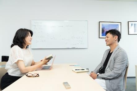 山口慎太郎准教授(右)と白河桃子さん(左)(撮影:吉村永)