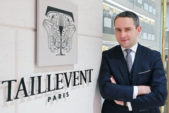 「スーツを着るのは、ひとえにお客さまに対するリスペクトです」と語るアントワーヌ・ペトリュス氏(東京都中央区のレ・カーヴ・ド・タイユヴァン 東京)