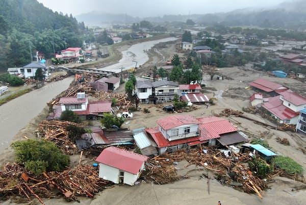 台風19号は各地に甚大な被害を及ぼした(19日、宮城県丸森町)