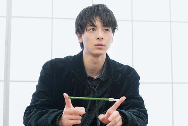 出演作が相次いで公開されている若手の人気俳優が語ったのは、いつも持ち歩いているという1本の鉛筆についてだった