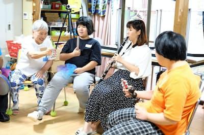 アーツカウンシル新潟の支援を受け、音楽療法士と演奏家が施設を訪問(新潟市)