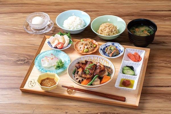 人気のランチメニュー「象印御膳」は1600円(税別)。主菜は3種類から選べる。写真は19年の秋メニューの1つ「ゴロゴロ根菜と鶏の照り焼き」
