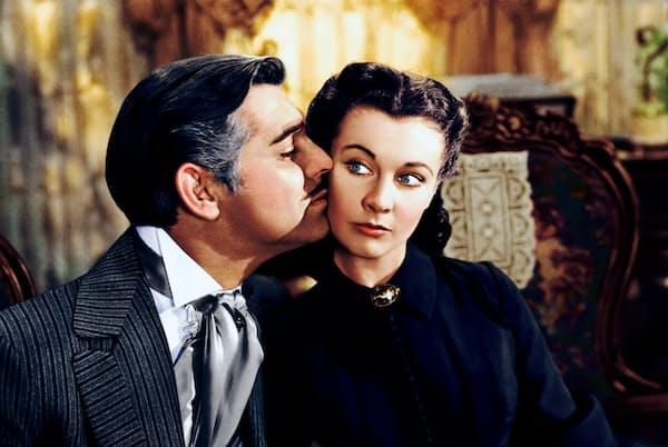 1939年の映画でスカーレットを演じたヴィヴィアン・リー(右)はたくましい女性像を具現化した=アマナイメージズ提供