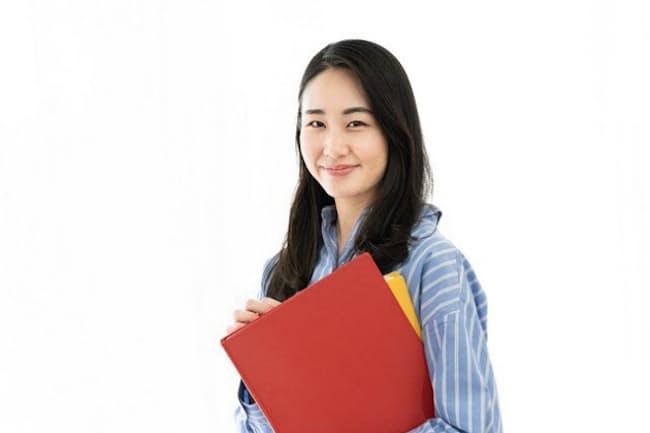 教育訓練給付制度の拡充は社会人の学び直しの追い風に(写真はイメージ=PIXTA)