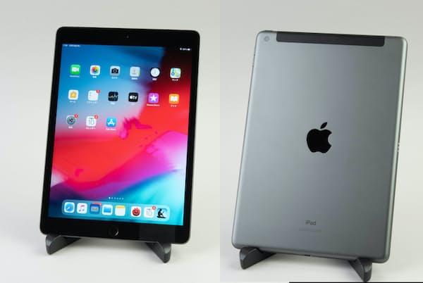新登場のiPad(10.2インチ)は、スタンダードモデル。背面のデザインは従来のiPadと基本的には同様だ