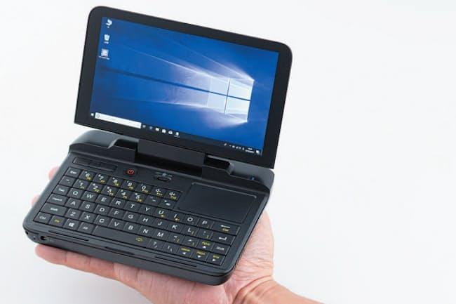 UMPCはOSにウィンドウズ10を搭載しており、パソコンのアプリがそのまま動く。本体が小さい以外はノートパソコンとほとんど同じ。写真は「GPDマイクロPC」