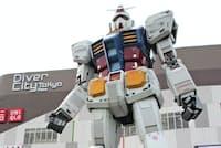 キャラクターを生かした「IP軸戦略」で最高益を達成した(2012年4月に設置されたガンダム立像)