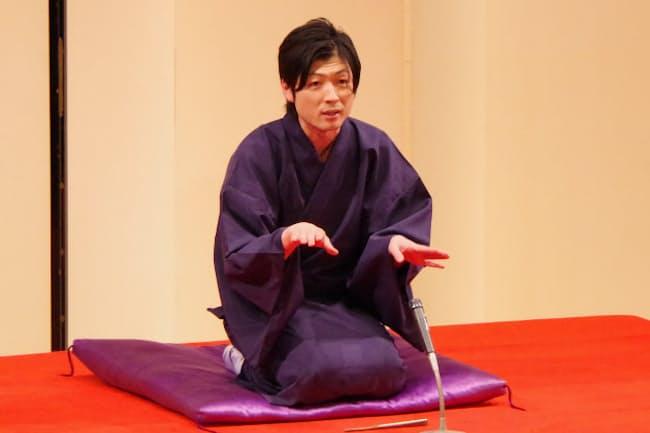 立川談笑一門会で落語を披露する立川談洲さん(19年4月、東京都武蔵野市)