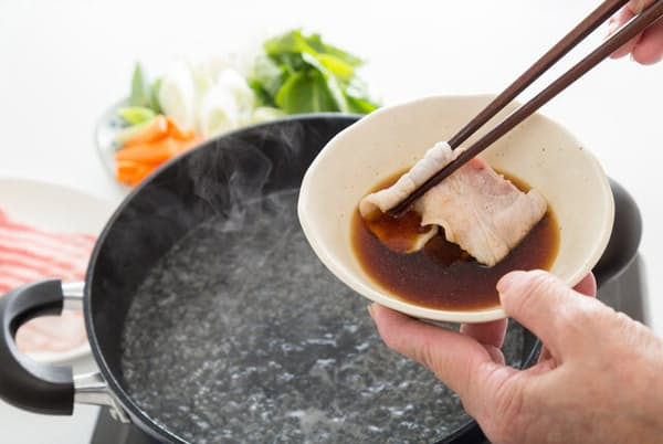 しゃぶしゃぶや水炊き、ふぐなどの鍋に欠かせないポン酢=PIXTA