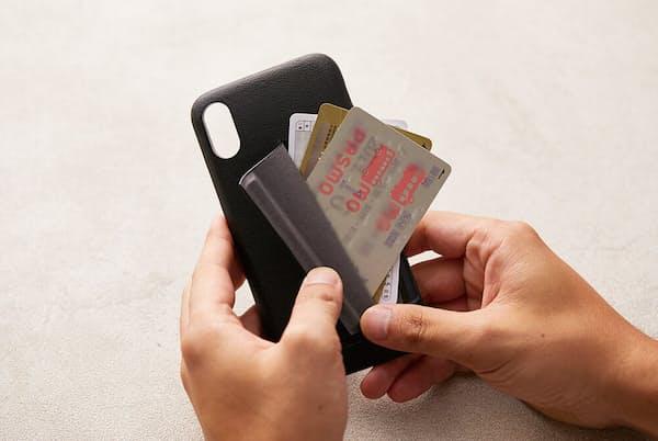「フォンケース 3カード」はクレジットカードなどを3枚収納できるiPhone用のスマホケース