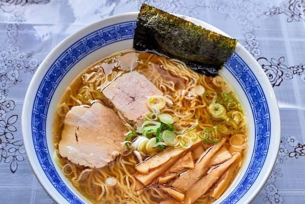 釜石ラーメンは琥珀色のスープと極細縮れ麺が基本(こんとき)