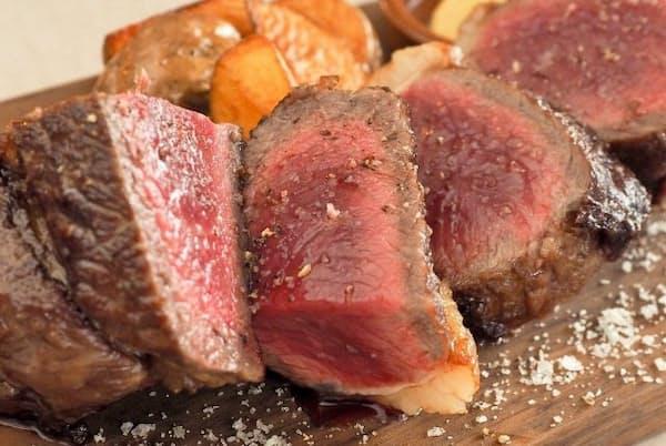 「ステーク&フリット」。取材日の肉はサカエヤ(滋賀県)のあか牛サーロイン
