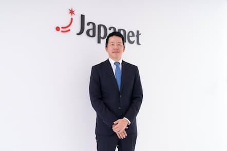 1979年長崎県生まれ。東京大学卒業後、証券会社を経て、ジャパネットたかた入社。コールセンター部門、物流部門の責任者などを経て、2012年にジャパネットたかた副社長、15年1月にジャパネットホールディングス社長に就任(写真:稲垣純也、以下同)