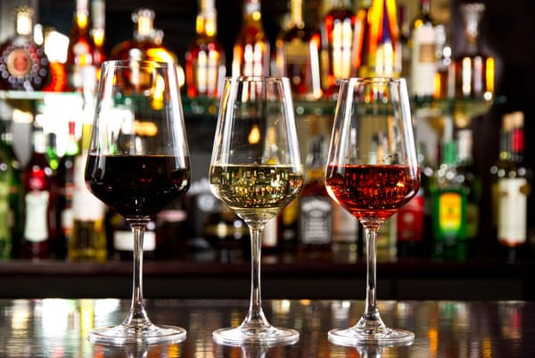2018年には少量飲酒のリスクを指摘する論文が相次いで発表された。その内容を詳しく見ていこう。写真はイメージ=(c)Cristi L-123RF