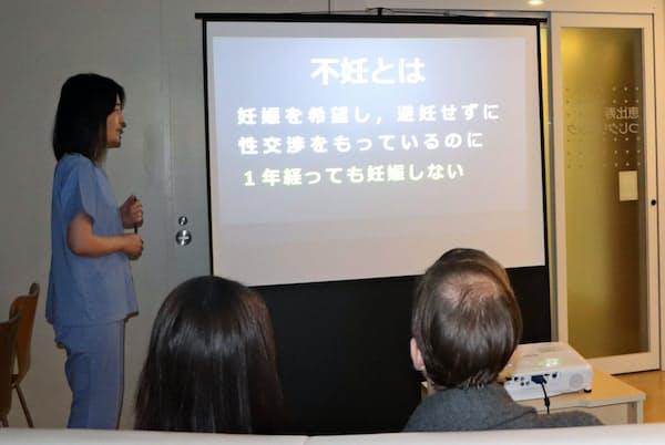 恵比寿つじクリニックが毎月第1土曜日に開催する「男性不妊学級」(2日、東京都渋谷区)