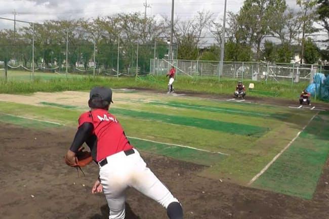 IoT野球ボール「TECHNICAL PITCH(テクニカルピッチ)」を投げて、球速を測定する投手