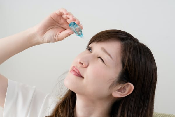 点眼薬はダメージを受けやすい角膜も保護する(写真はイメージ=PIXTA)