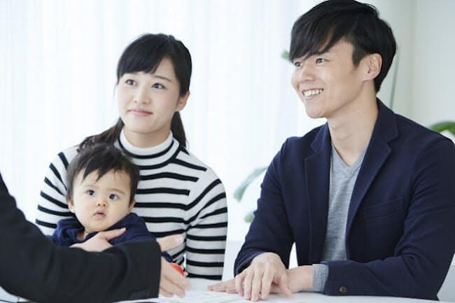 子育て中の保険はきちんと見直す(写真はイメージ=PIXTA)