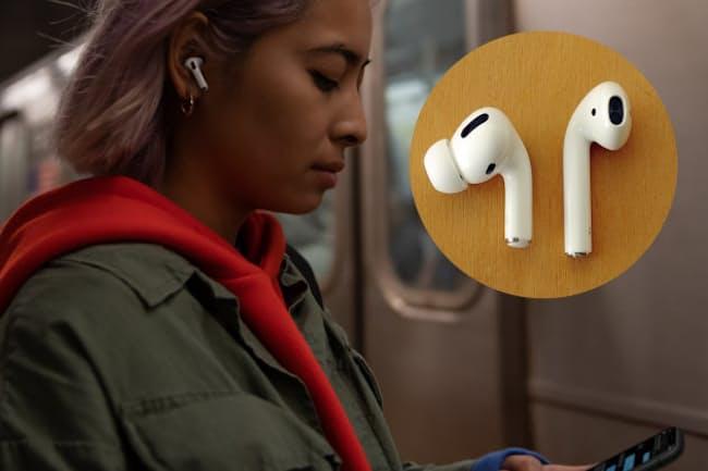 アップルのアクティブノイズキャンセリング機能を搭載した完全ワイヤレスイヤホン「AirPods Pro」(写真左)。旧型から何が変わったのか