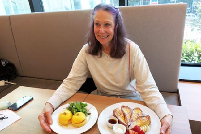 「ニューヨークの朝食の女王」の異名を持つレストラン「サラベス」の創業者兼オーナー、サラベス・レヴィーンさん