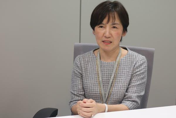 福士成羽さんは退職から約17年を経て、最初の勤め先ゆかりの職場に戻った