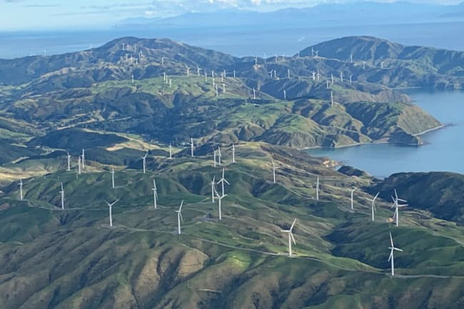 ニュージーランドは2050年までに温暖化ガス排出実質ゼロを目指す(NZ北島の風力発電機)