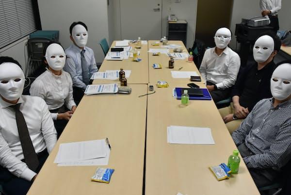 5社から6人の採用担当経験者が参加(2019年秋、東京・大手町)
