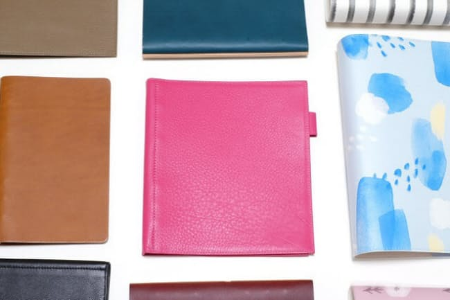 多彩な色や風合いが人気のシステム手帳