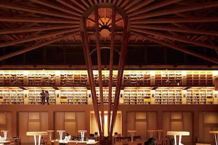 国際教養大学の中嶋記念図書館(秋田市)=同大提供