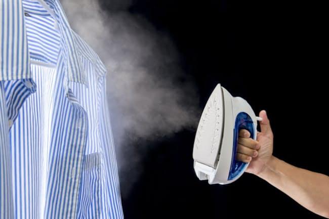 衣類スチーマーの人気が上がっている(写真はイメージ=PIXTA)
