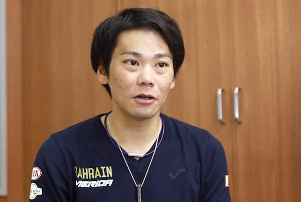 1984年沖縄県石垣市生まれ。高校卒業後、プロロードレーサーとして活動。ツール・ド・フランス以外にもジロ・デ・イタリア、ブエルタ・ア・エスパーニャなど世界の主要レースに出場。