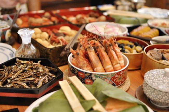 全国の平均では元旦から食べ始める人が多いおせち料理だが……=PIXTA
