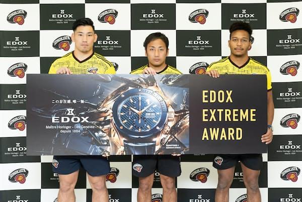 ラグビーワールドカップ2019日本大会で活躍したサントリーサンゴリアスの(左から)中村亮土選手、流大選手、松島幸太朗選手