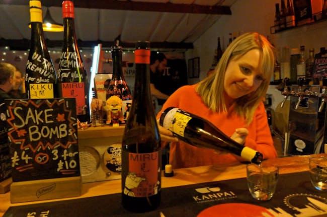カンパイ・ロンドン醸造所では「クラフトサケ」の飲み比べセットなどがある