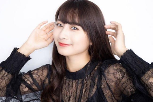 中国出身の女性タレント。「栗子」のハンドルネームでSNSでも話題に