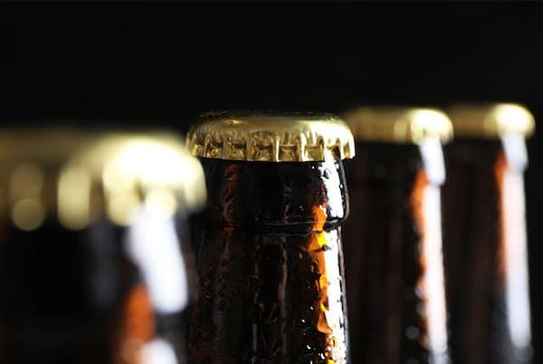 少量飲酒の健康リスクが指摘されている今、できるだけ体を害さないようにするにはどんな飲み方がいいのだろうか。写真はイメージ=(c)belchonock-123RF