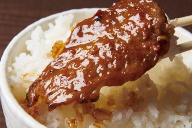 味噌だれでつけ込んだ焼きたての肉は白飯との相性抜群
