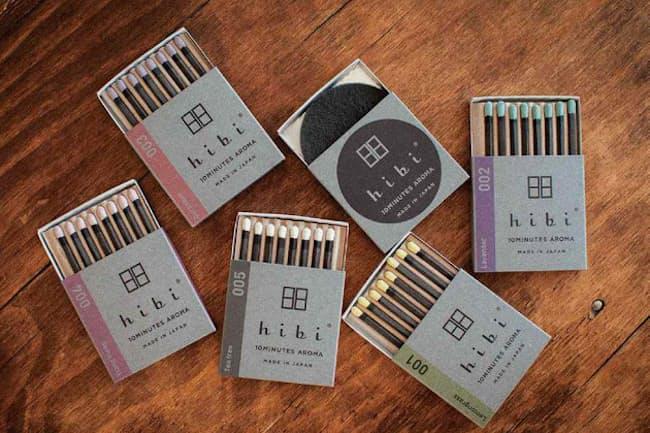 「hibi」シリーズは、8本入りで専用マットが付いて価格は650円(税別、以下同)。レモングラスやラベンダーなどの香りがある。2019年グッドデザイン賞を獲得した