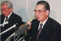 1997年11月24日、自主廃業を発表し、涙ながらに会見する山一証券の野沢正平社長(当時)