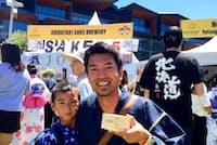 シドニーの日本人祭りに親子で参加する遠藤烈士さん