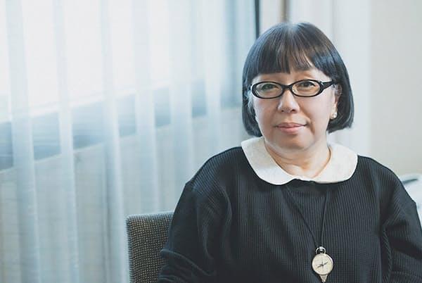 「パートナーとは結婚して8年たったいまも大の仲良し」と語る山田詠美さん(NikkeiLUXEより)