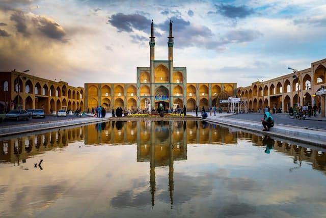 50万人以上が暮らすイランの古都ヤズド。独特な建造物が認められ、2017年にユネスコ世界遺産に指定された(PHOTOGRAPH BY RICHARD I'ANSON, GETTY IMAGES)