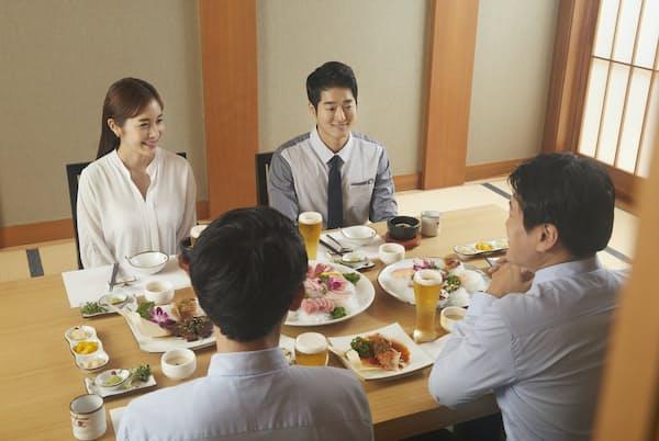 韓国料理は大勢で一緒に食べることを前提にしている場合が多いという(写真はイメージ)=PIXTA