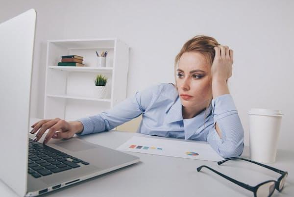 女性も40代半ばでキャリアの停滞を感じることに(写真はイメージ=PIXTA)