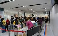 地方空港を利用する中国人観光客が増えている(静岡空港)