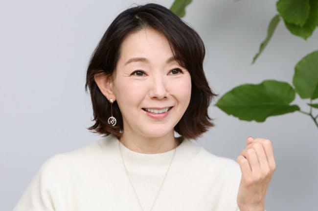 1967年東京都出身。学習院女子高等科在学中にモデルの仕事を始める。22歳で女優に転身し、テレビ、映画、舞台に出演。写真や絵画の個展を開くほか、ジュエリーデザイナーとしても活動。