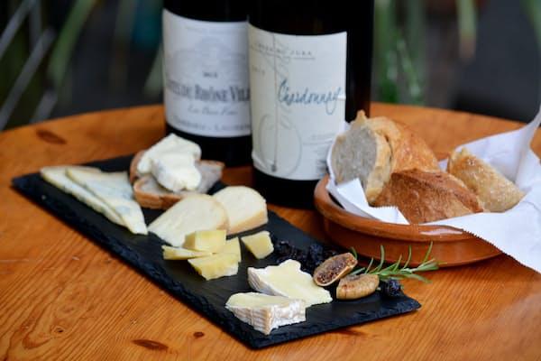 切っても切れないワインとチーズ。選び方のコツは……(フェルミエ提供、以下同)